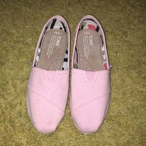 Toms flats slip on shoes